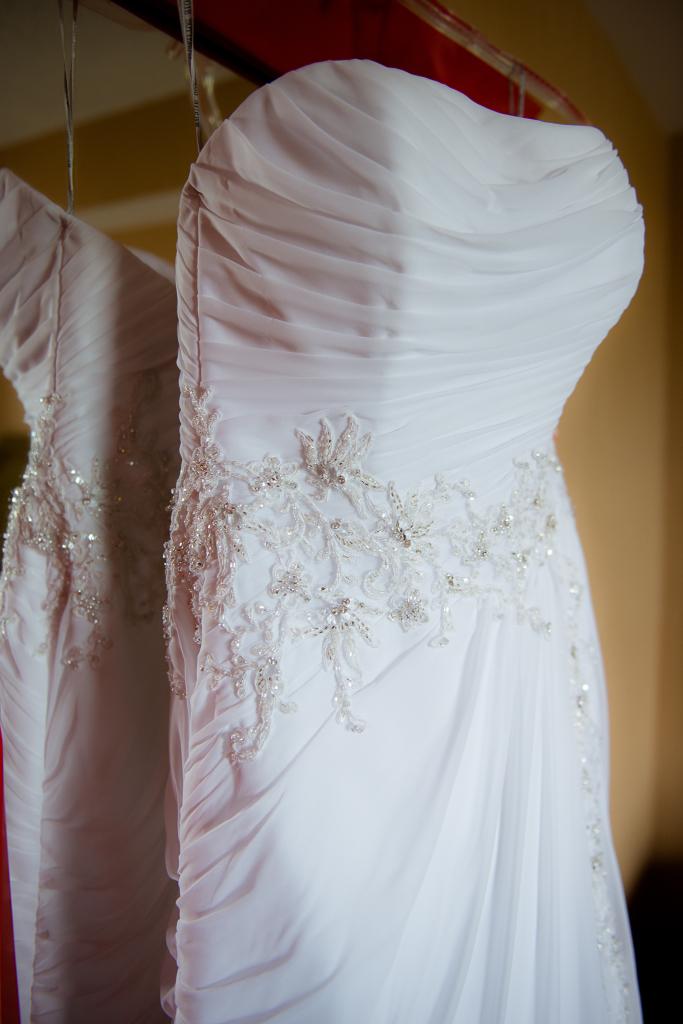 Image of a wedding dress.