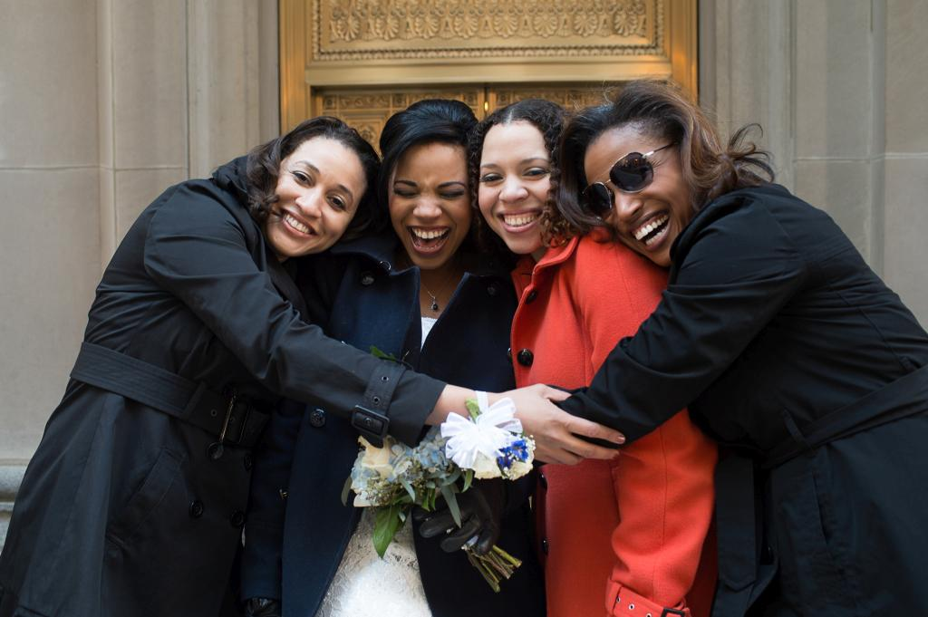 Blog_chicago-board-of-trade-street-bridal-party (7 of 9)