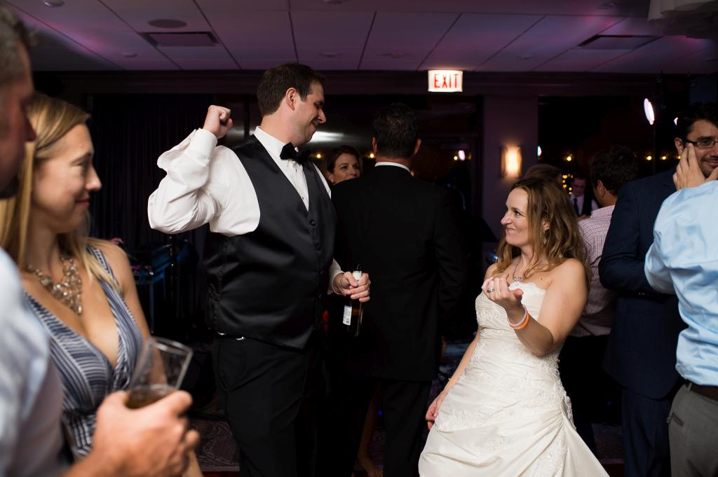 Blog_chicago-creative-wedding-photography-east-bank-club-dance-party