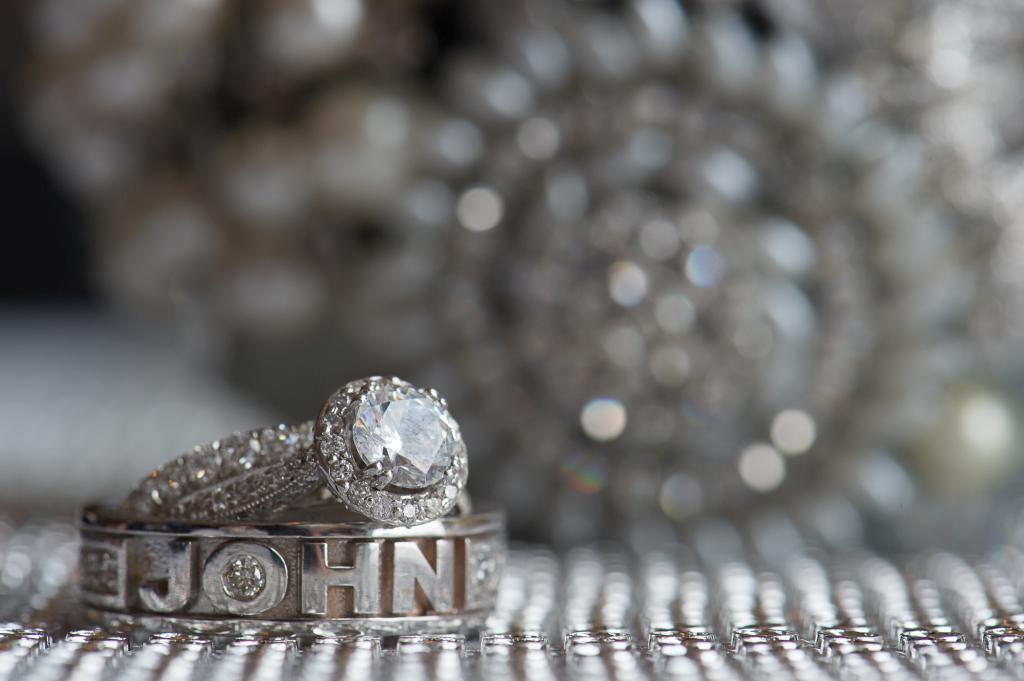 Blog_chicago-navy-pier-riva-resturant-reception-wedding-details-rings-decoration (3 of 3)