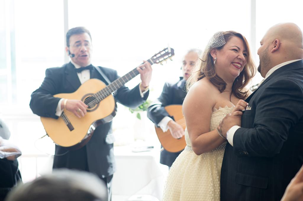 Blog_chicago-navy-pier-riva-resturant-reception-wedding-first-dance-live-music-band (4 of 10)